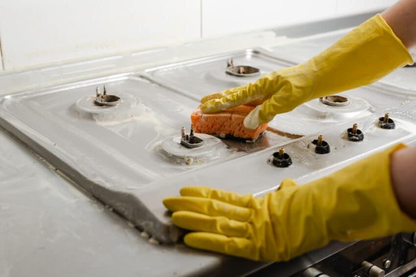 بهترین روش تمیز کردن و برق انداختن اجاق گاز
