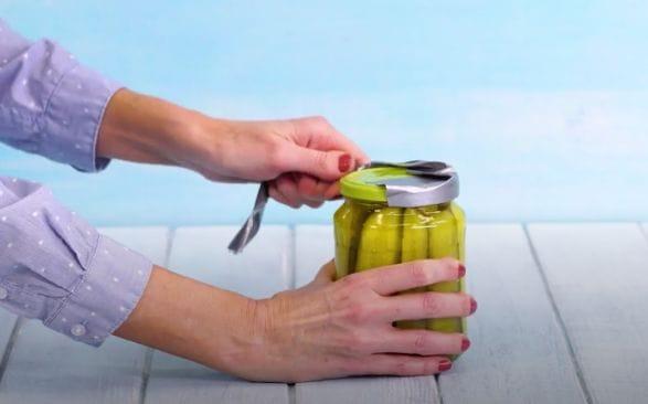 ترفند ساده باز کردن در قوطی شیشه ای