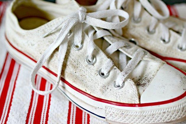 تمیز کردن کفش کتانی